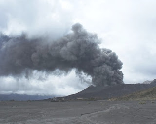 Indonesia's Mount Bromo Eruption Early 2011