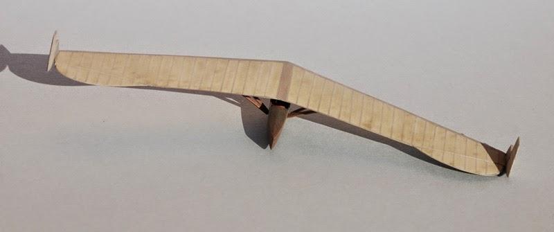 RRG Storch IV... Traduction: un planeur aile volante Fin5