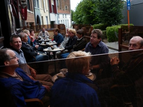 Aangekomen en genieten van een drankje op een terrasje in Halle.