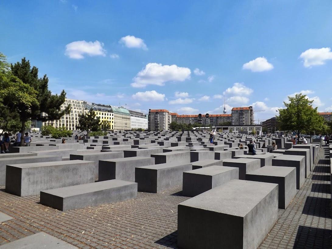 Ein Ort der die Teilnehmer in sich gehen ließ, das Holocaustmahnmal in der Mitte Berlins. (Zum Öffnen Der Bildergalerie auf das Bild klicken. Alle Bilder © A.M. für gemeinde-tantow.de)