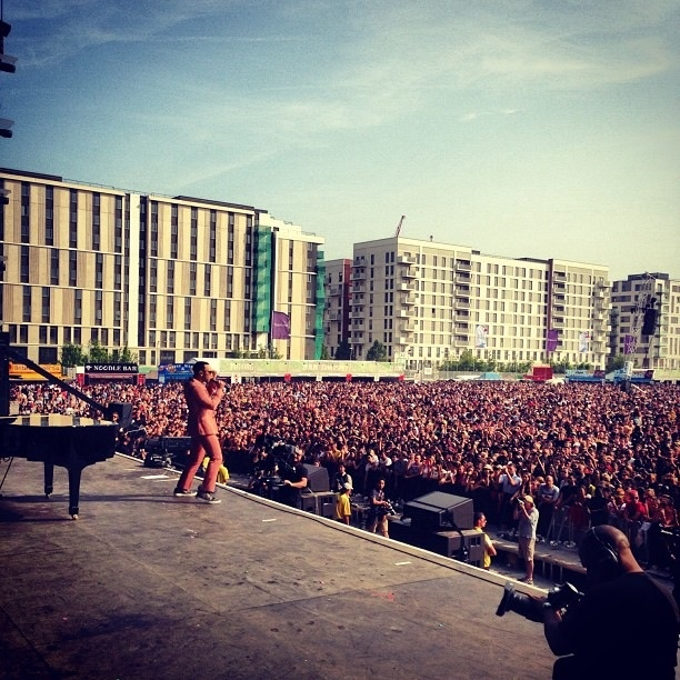 The Urban Highlights Blog: Wizkid, John Legend, Snoop Dog