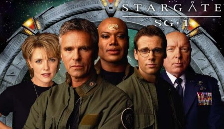Sam, Jack, Teal'c, Daniel e o General Hammond