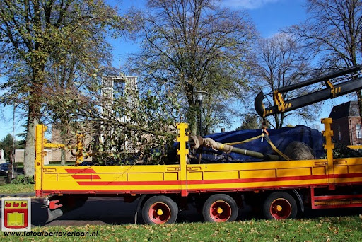 burgemeester plant lindeboom in overloon 27-10-2012 (5).JPG
