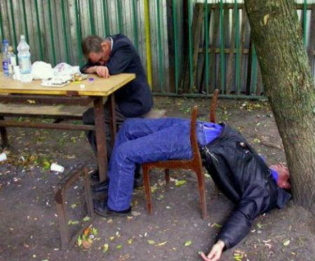 Những bài thơ chế vui nhậu nhẹt, lợi hại của rượu bia