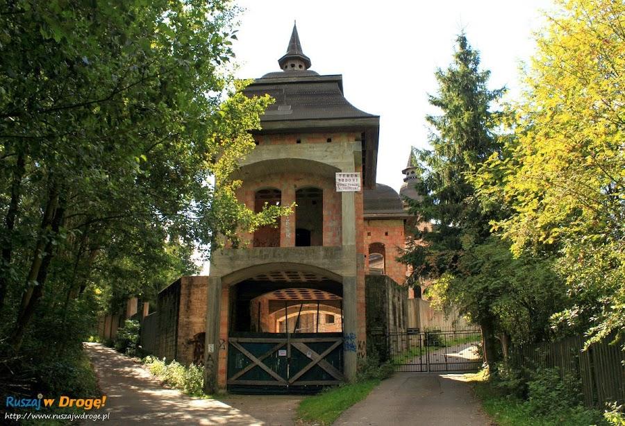 Zamek w Łapalicach - niedostępne wejście?