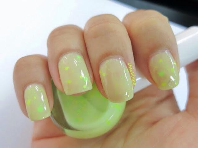 Holika Holika Neon Beam Sparkle Nails #5 Mixology Green Swatch