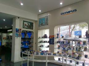 Trang trí cửa hàng điện thoại 06