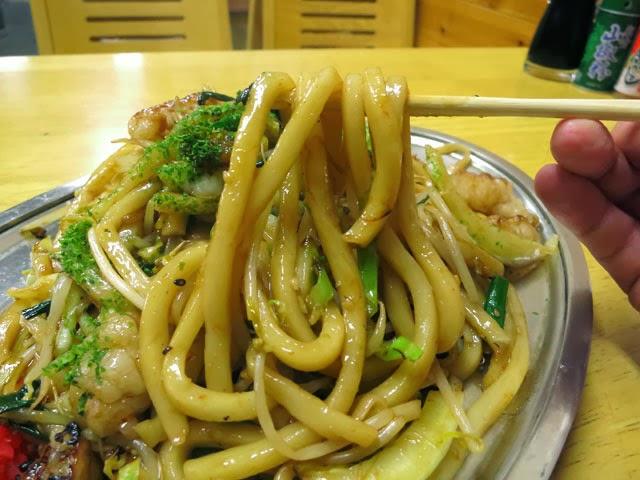 ホルモンうどんのうどん麺はプルンとした優しい食感
