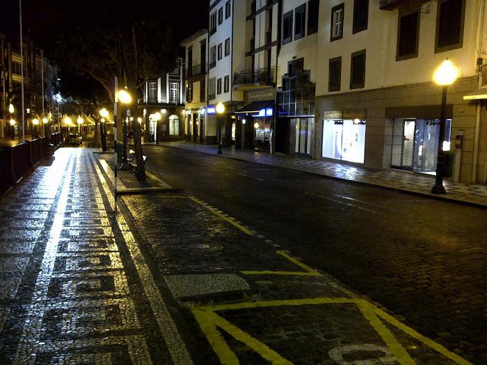 Rua do Aljube night view