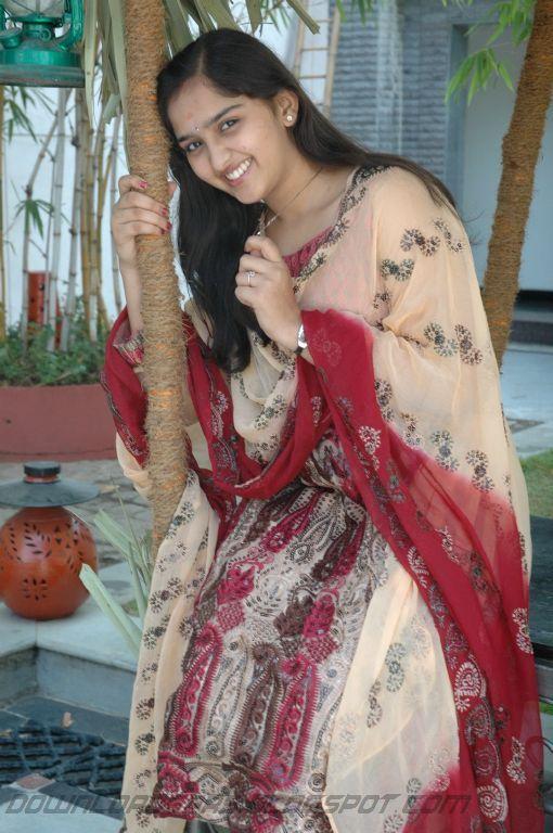 https://lh4.googleusercontent.com/-1TkbmuzB0Ms/TYgRCali8dI/AAAAAAAAK24/p7dU5I3y3lA/s1600/Sanusha+Cute+Pics_10.jpg