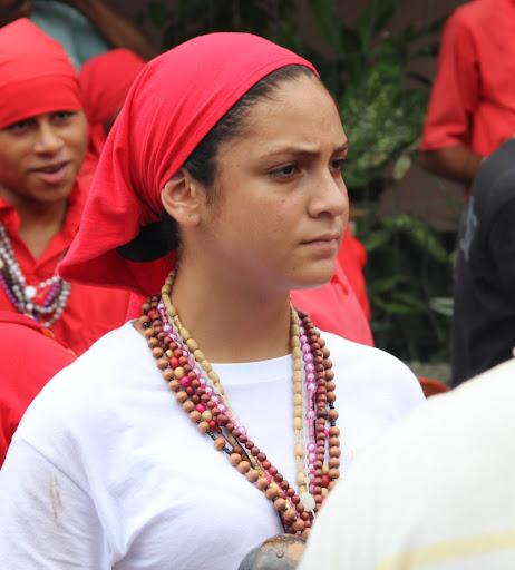 Mujer joven en el día de Corpus Christi en San Francisco de Yare, Municipio Bolivar, Miranda Venezuela