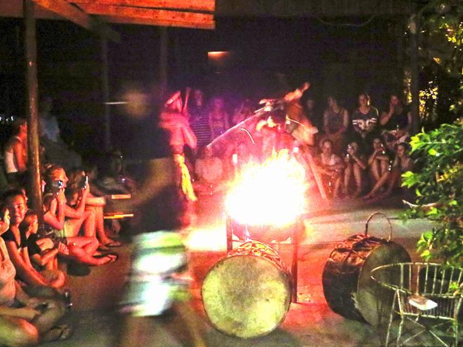 Zulu dansvoorstelling bij Bibs Backpackers, St. Lucia - Zuid Afrika