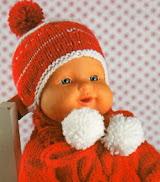 Красная шапочка к свитору с сердечками