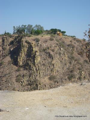 Rancho Lomajim al fondo