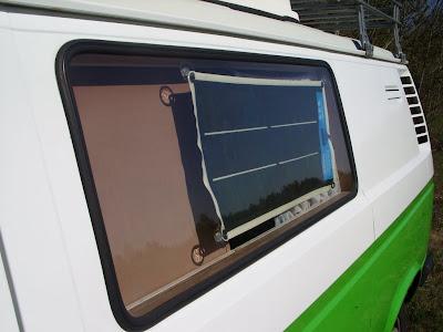 Elastyczna bateria słoneczna w czasie pracy