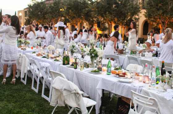 photo of the tables and guests at Diner En Blanc