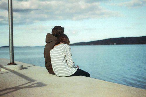 Những bài thơ tình buồn cần lắm 1 cái ôm, 1 bờ vai tựa