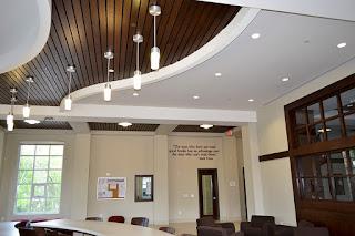 Thi công lắp đặt trần gỗ nhựa khách sạn, nhà hàng, quán karaoke