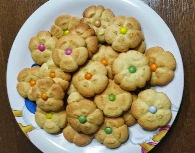 biscotti di pasta frolla montata con burro con bimby ricetta blog cucina giallo zafferano  a pummarola 'ncoppa ricetta facile e biscotti da tè con sparabiscotti