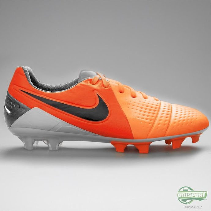 Chuteira Nike CTR360 Maestri 3 - PES 2013