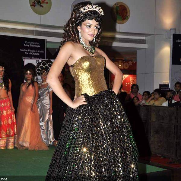 A model walks the ramp in shimmering gold outfit during Bharat and Dorris Godambe's wedding show, held in Mumbai. (Pic: Viral Bhayani)