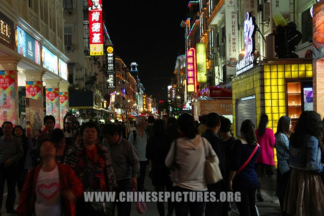 Xiamen Night Life Photo
