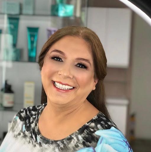 Elizabeth Medina Photo 34