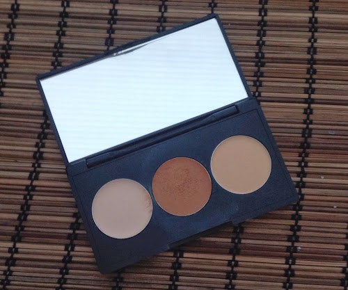 Sleek Corrector & Concealer Palette in 04