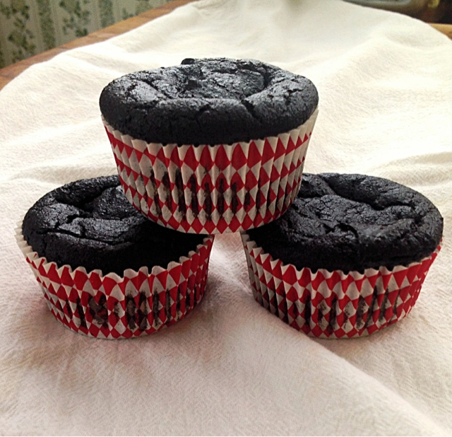 ... GLUTEN-FREE!) chocolate quinoa cupcakes. No, really. No, YOU shut up