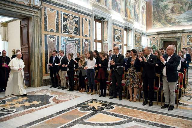 Pope Francis meets with students of the Chartreux Institute in the Vatican's Clementine Hall, Oct. 19, 2017. Credit L'Osservatore Romano.