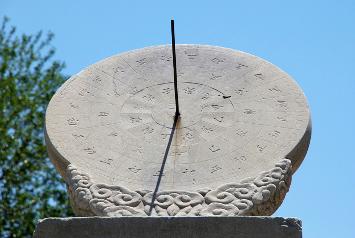 Gardening: How To Make A Sundial. A Project For A Sunny Day! (or Notu2026)