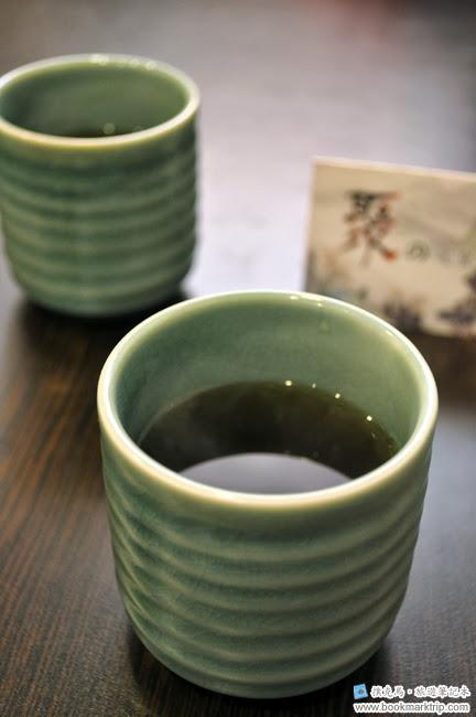 聚的定食提供麥茶