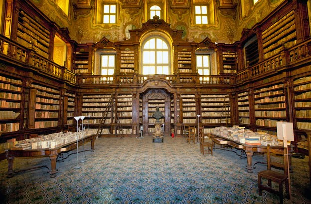 More Stuff: 16th century Girolamini library in Naples looted