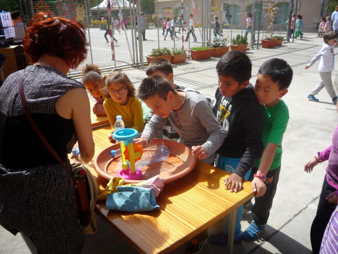 Setmana Cultural-Sant Jordi 2015: els invents a l'Escola Pere Vila