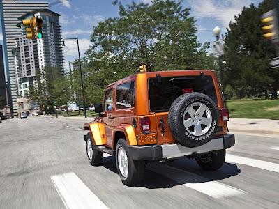 Jeep_Wrangler_2011_1600x1200_Rear_Angle_01