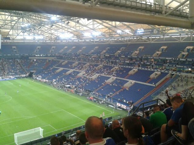 "Veltins-Arena<br><a class=""photo_author gallery_photo_author"" href=""https://maps.google.com/maps/contrib/110582027087167271785/photos"" target=""_blank"">Foto: Marijan Rodehüser</a>"