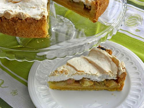 Kruche ciasto z rabarbarem i beza