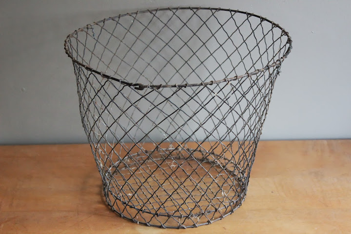 Round wire basket available for rent from www.momentarilyyours.com, $3.