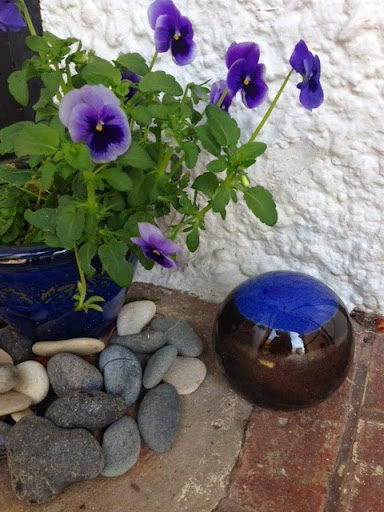pansy porch pot.JPG