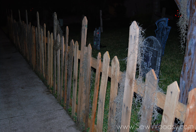 halloween wood pallet fence sew woodsy. Black Bedroom Furniture Sets. Home Design Ideas