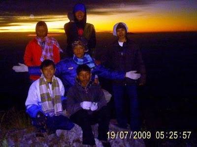 POS 4 - Dari sini kita bisa melihat keindahan sunrise Gunung lawu