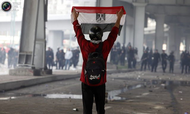 Egyptian Revolution شريف الحكيم 166828_190508757635012_190214050997816_612996_1055334_n