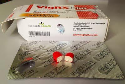 Viên thuốc VigRX Plus giả, bên trong màu trắng, chữ in sau vỉ không rõ nét, hộp không có mã số series
