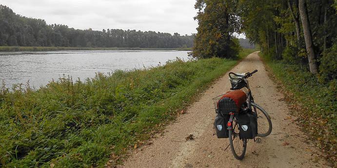 Fahrradweg an der Donau bei Hochstädt mit Panther Dominance Trekking