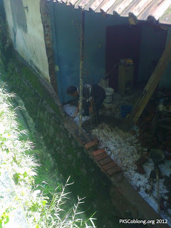 tembok rumah salah satu warga yang roboh