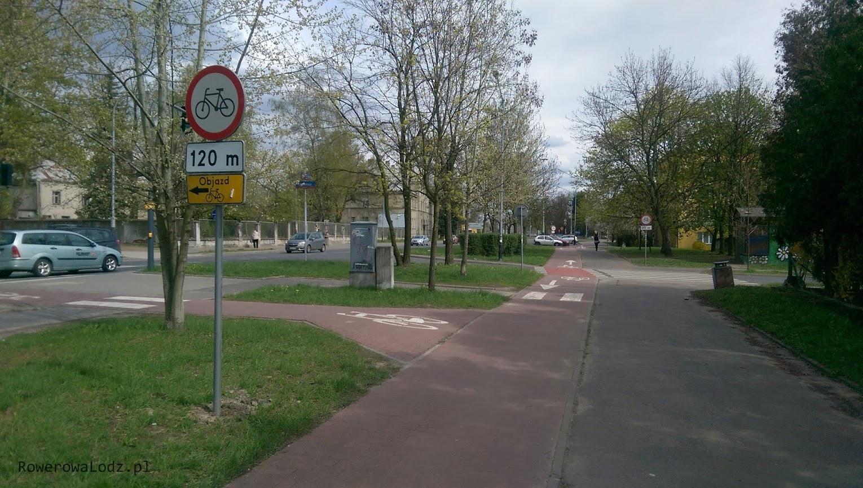 Dla jadących od strony Retkini ustawiono znaki pokazujące za ile metrów nastąpi zakaz ruchu rowerem