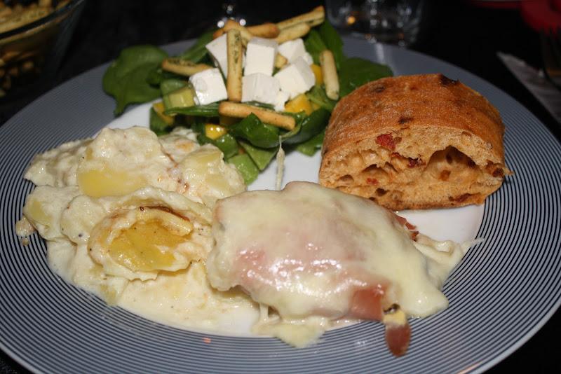 Mørbrad med serranoskinke, sennep og mozzarella