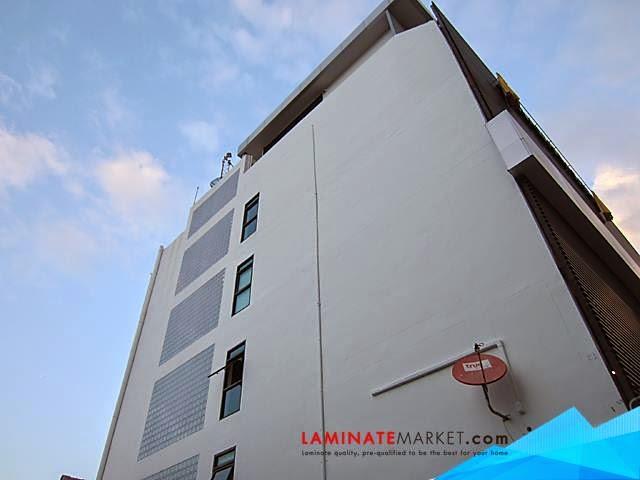 งานติดตั้งราวบันไดและระเบียงกระจก อาคาร 5 ชั้น
