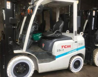 Xe nâng dầu TCM 2.5 tấn cao 3m 4m Nhật Bản