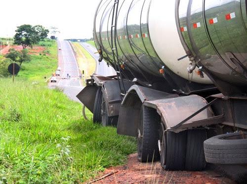 Caminhão avariado na Euclides da Cunha.